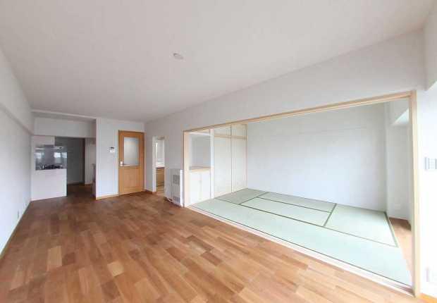 築35年以上のマンションを、自然素材で癒しの空間に